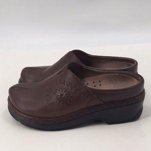 Klogs Leather Floral Stitch Slip Resistant Clogs 8